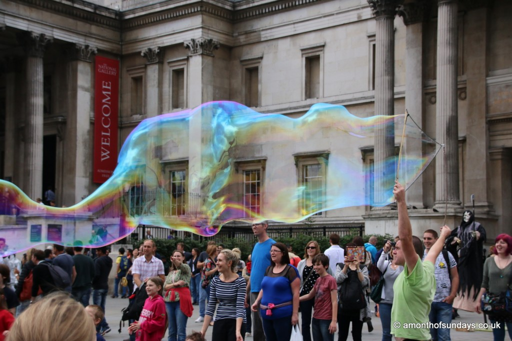 Bubbles outside National Gallery