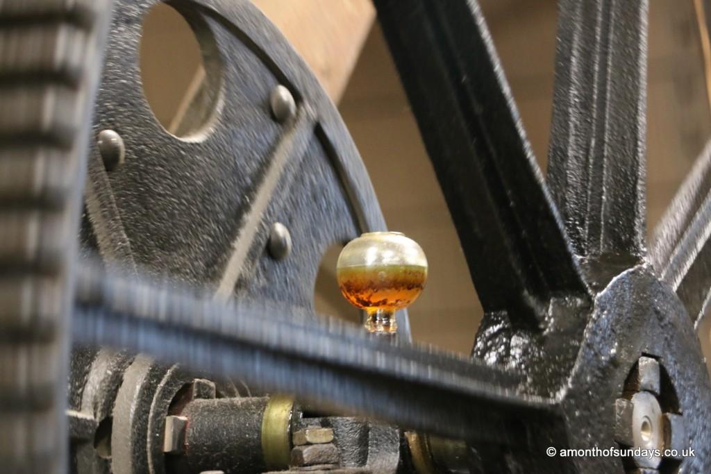 Industrial machine oil